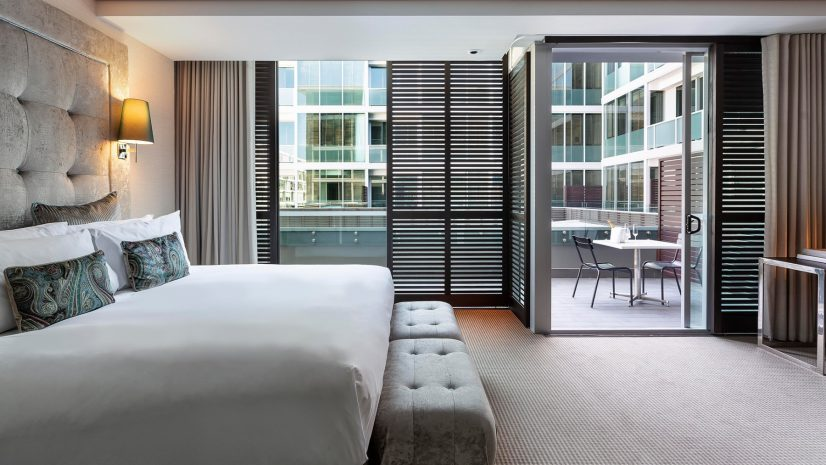 luxury-room-with-balcony